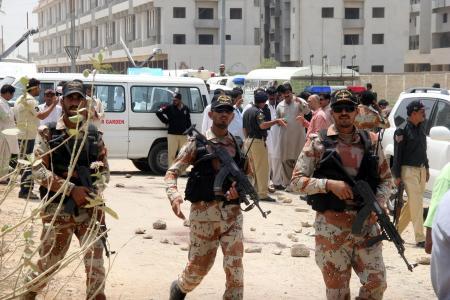 パキスタン カラチ市内バス銃撃...